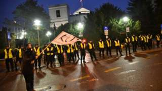 Poland press freedom: Demonstrations continue for third day