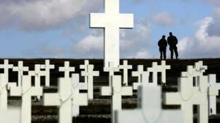 Falklands War: UK and Argentina sign deal to identify dead