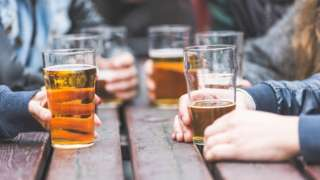 Women's binge drinking given more coverage than men's, says study