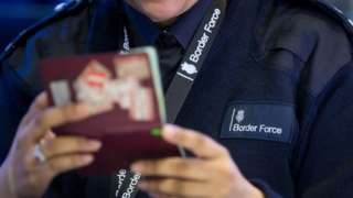 EU threatens to introduce visas for US travellers