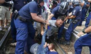 Hungary to detain all asylum seekers in border camps