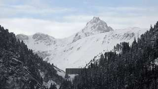 Valfrejus avalanche: One dead and two missing in France