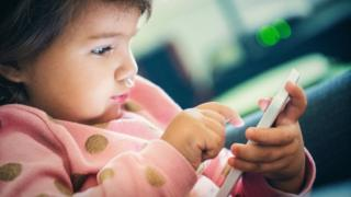 'Touchscreen-toddlers' sleep less, researchers say