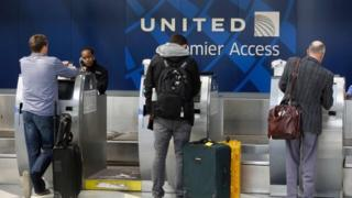 United Airlines to tie executive pay to customer satisfaction