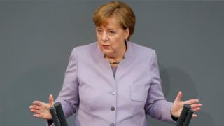 Brexit: Chancellor Merkel warns of UK 'illusions' over talks with EU