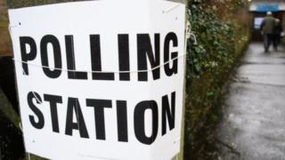 Politicians woo voters ahead of 4 May poll